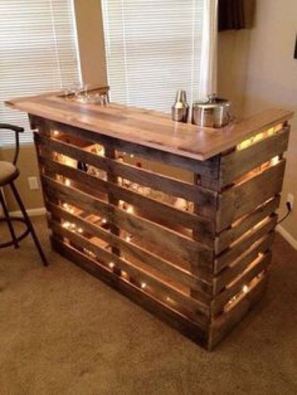 Trendy Pallet Mini Bar Design Ideas To Try 38