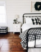 Vintage Farmhouse Bedroom Decor Ideas On A Budget To Try 32