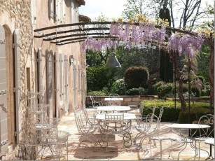 Captivating French Country Patio Ideas That Make Your Flat Look Great 19