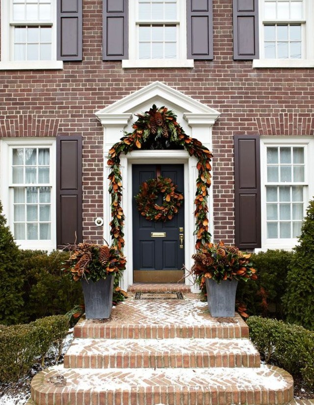 Marvelous Outdoor Holiday Planter Ideas To Beauty Porch Décor 02