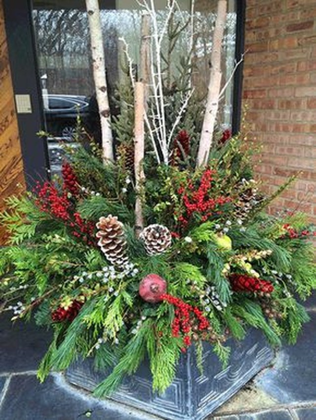 Marvelous Outdoor Holiday Planter Ideas To Beauty Porch Décor 07