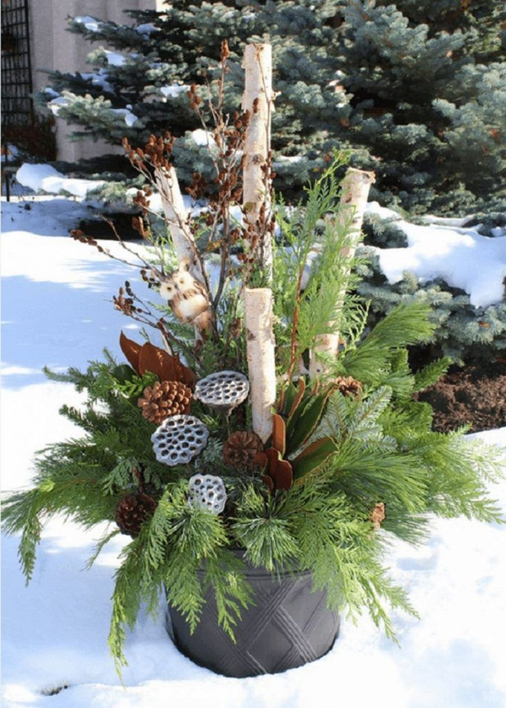 Marvelous Outdoor Holiday Planter Ideas To Beauty Porch Décor 11