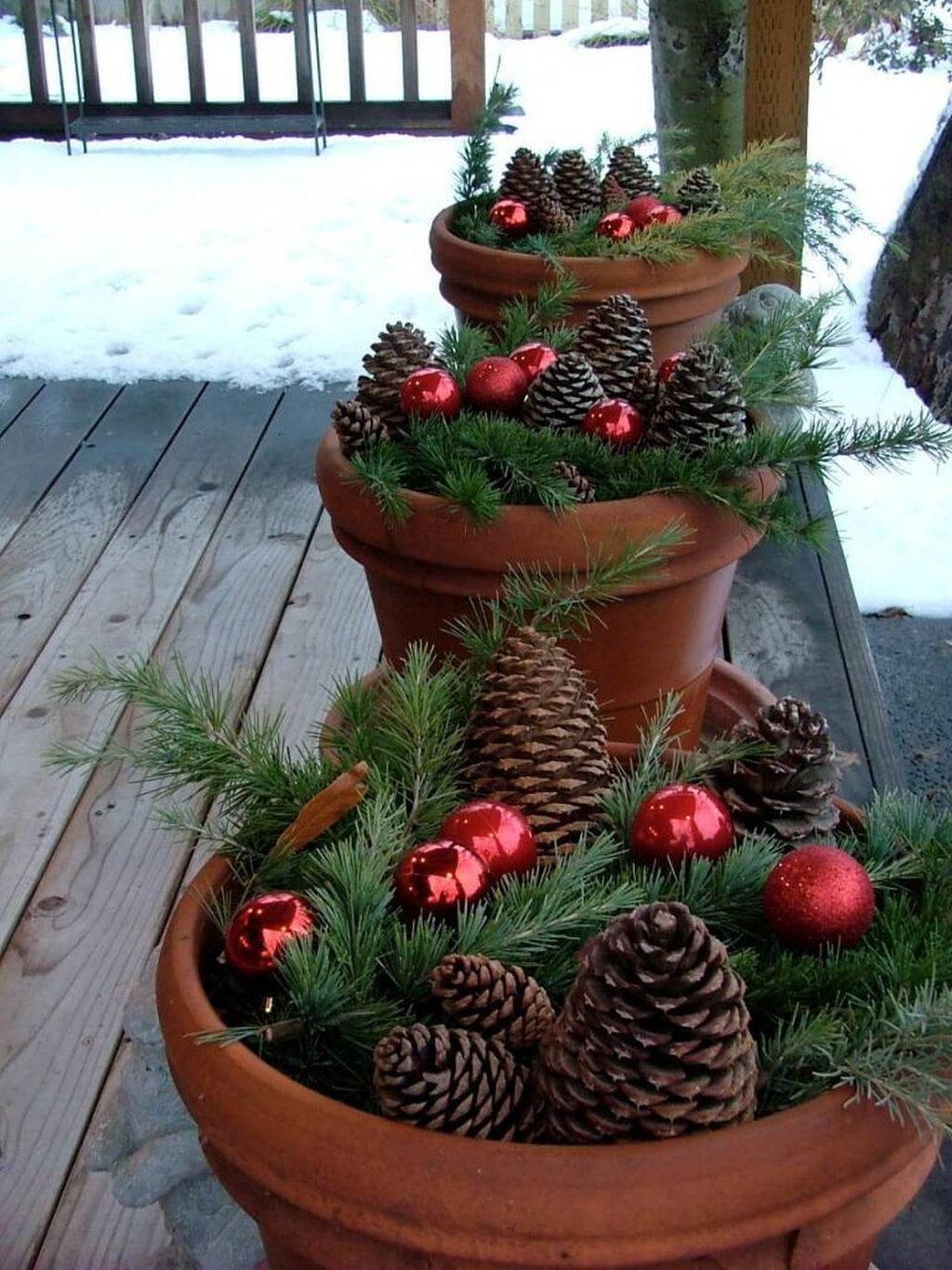 Marvelous Outdoor Holiday Planter Ideas To Beauty Porch Décor 19