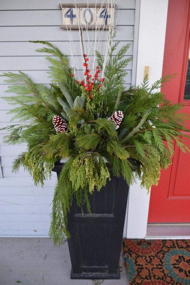 Marvelous Outdoor Holiday Planter Ideas To Beauty Porch Décor 23