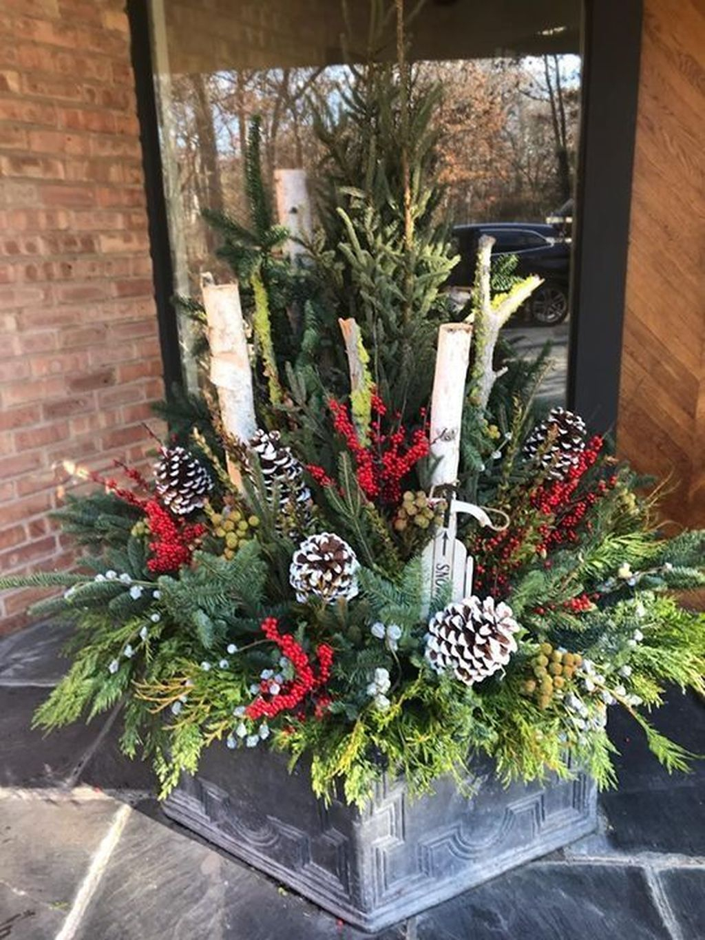 Marvelous Outdoor Holiday Planter Ideas To Beauty Porch Décor 34