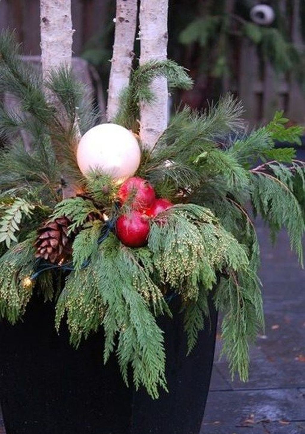 Marvelous Outdoor Holiday Planter Ideas To Beauty Porch Décor 36
