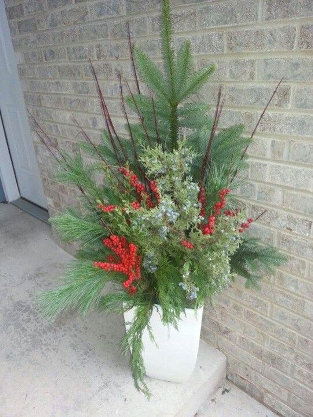 Marvelous Outdoor Holiday Planter Ideas To Beauty Porch Décor 39