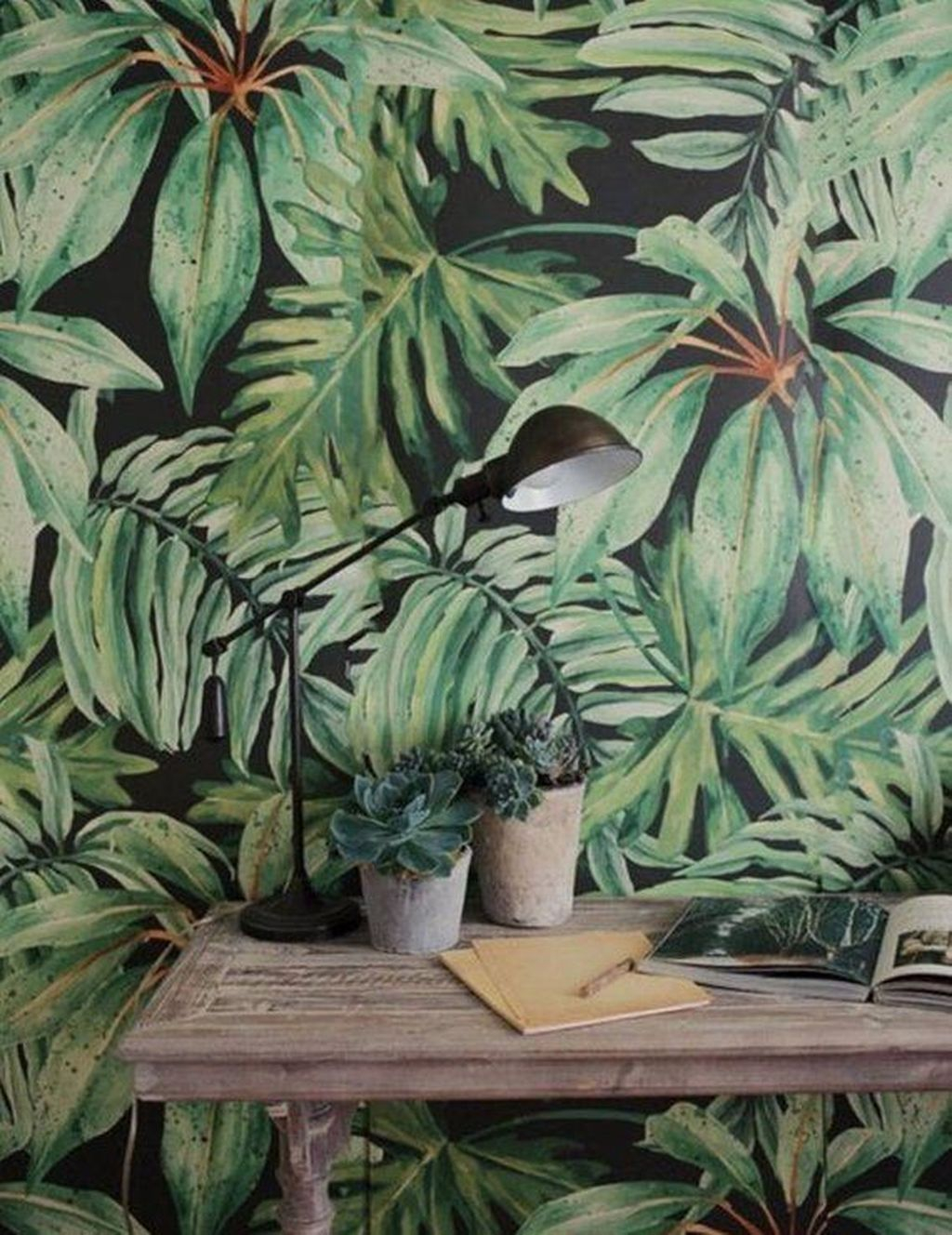 Splendid Tropical Leaf Decor Ideas For Home Design 11
