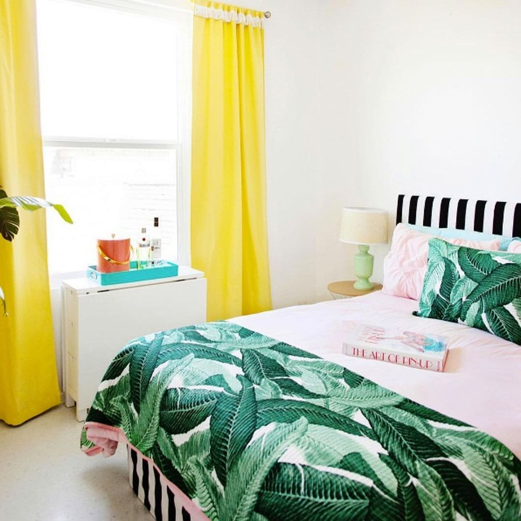 Splendid Tropical Leaf Decor Ideas For Home Design 34