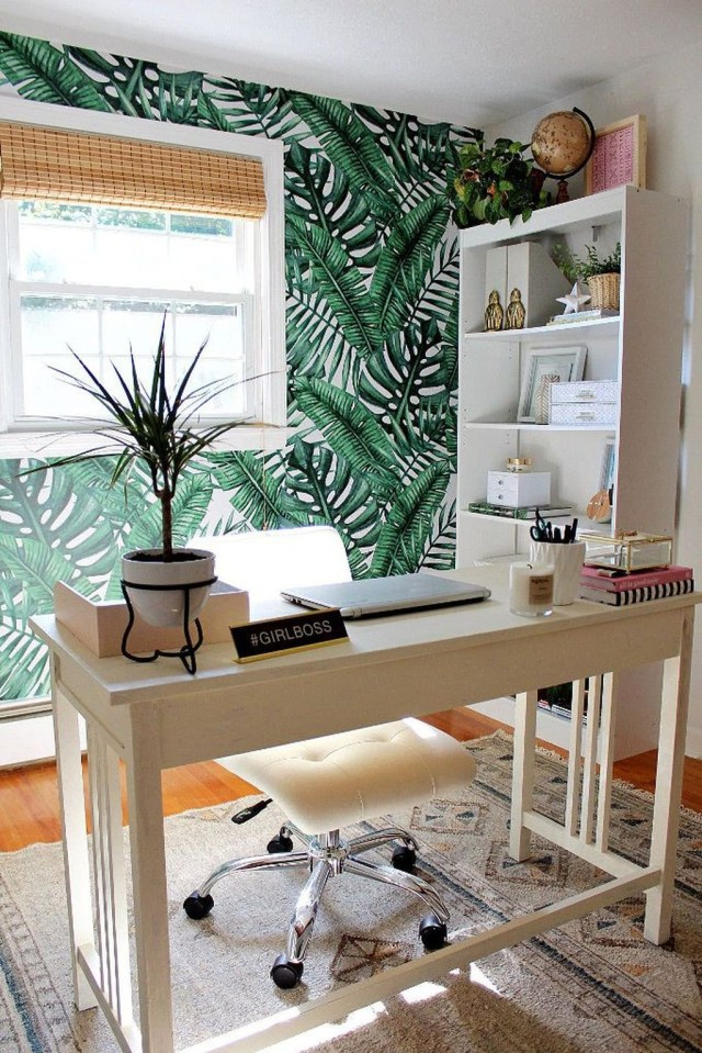 Splendid Tropical Leaf Decor Ideas For Home Design 40