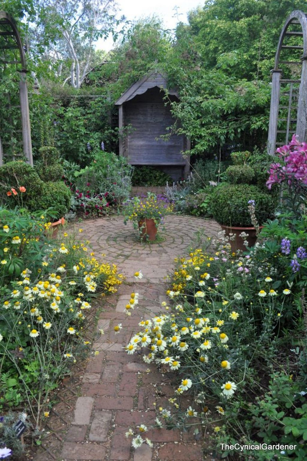 Beautiful Cottage Garden Ideas For Outdoor Space 31