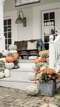 Beautiful Fall Porch Decor Ideas That Looks Modern 10