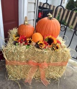 Beautiful Fall Porch Decor Ideas That Looks Modern 11