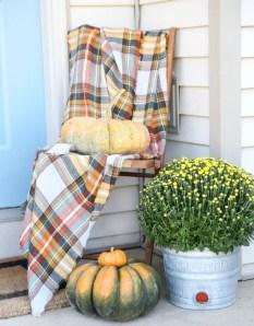 Beautiful Fall Porch Decor Ideas That Looks Modern 12