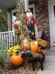 Beautiful Fall Porch Decor Ideas That Looks Modern 20