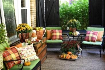 Beautiful Fall Porch Decor Ideas That Looks Modern 23