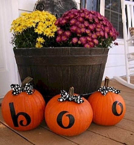 Beautiful Fall Porch Decor Ideas That Looks Modern 25