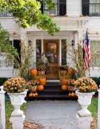 Beautiful Fall Porch Decor Ideas That Looks Modern 29