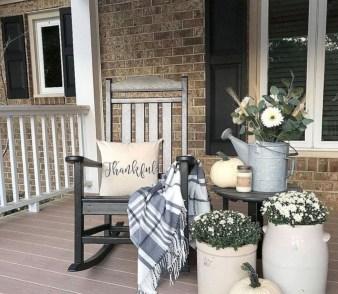 Beautiful Fall Porch Decor Ideas That Looks Modern 33