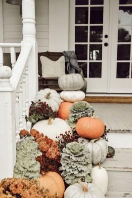 Beautiful Fall Porch Decor Ideas That Looks Modern 34