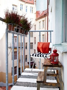 Impressive Fall Apartment Balcony Decorating Ideas To Try12