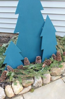 Stunning Diy Outdoor Decoration Ideas For Christmas That Looks Cool21
