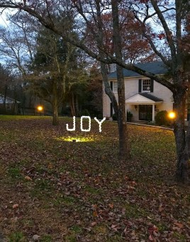 Stunning Diy Outdoor Decoration Ideas For Christmas That Looks Cool30