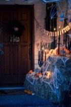 Unique Halloween Porch Ideas On A Budget16