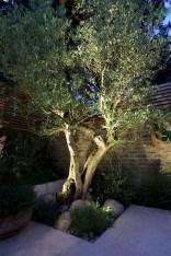Unusual Lights Design Ideas To Beautify The Garden01