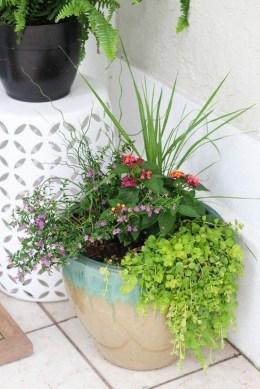 Chic Summer Planter Design Ideas For Summer Outdoor Pool 16