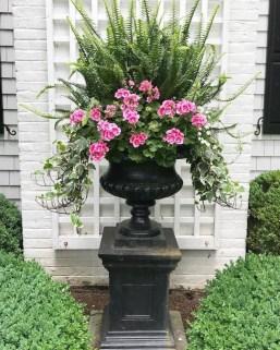 Chic Summer Planter Design Ideas For Summer Outdoor Pool 23