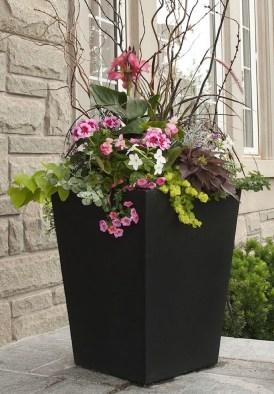 Chic Summer Planter Design Ideas For Summer Outdoor Pool 27