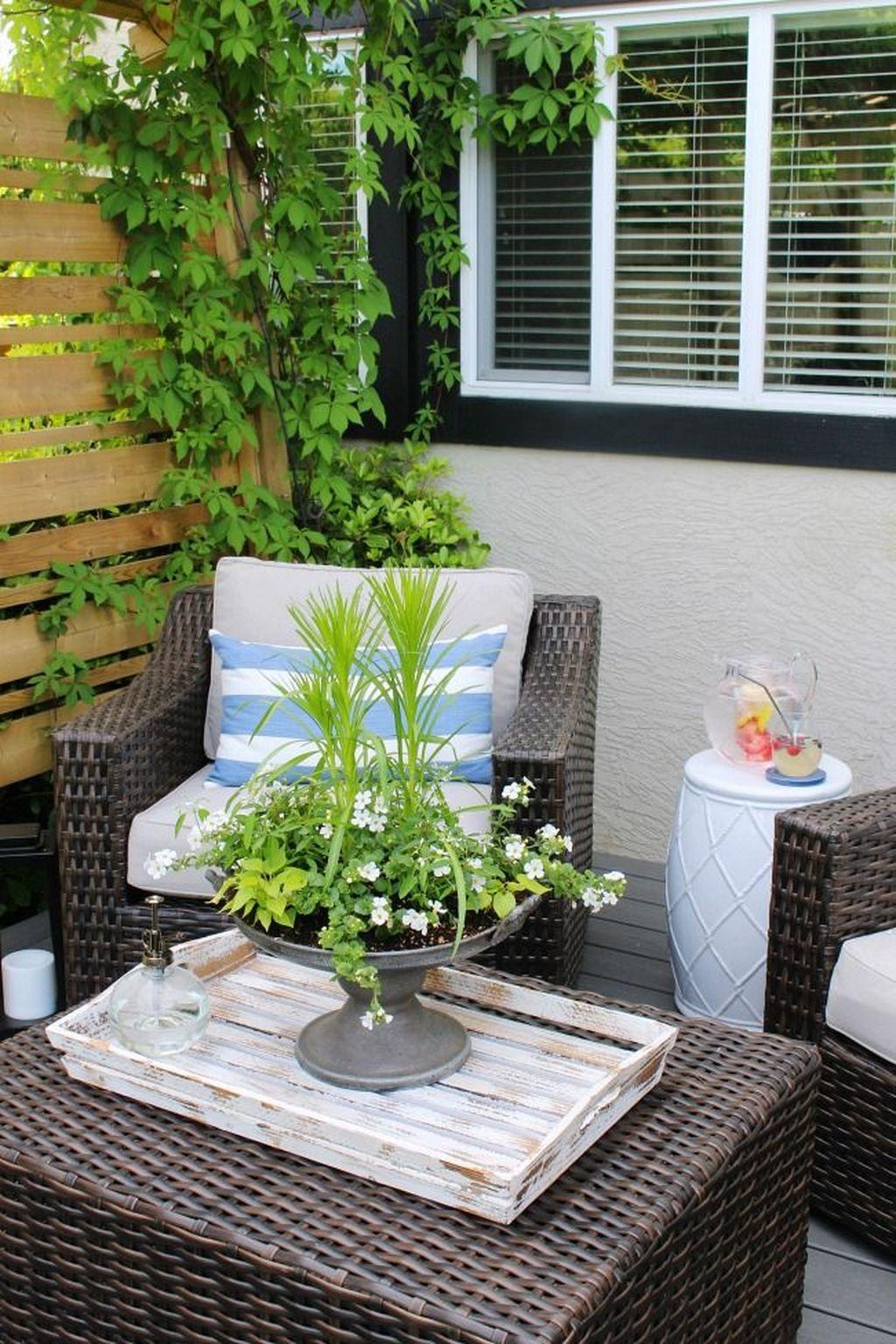 Chic Summer Planter Design Ideas For Summer Outdoor Pool 28