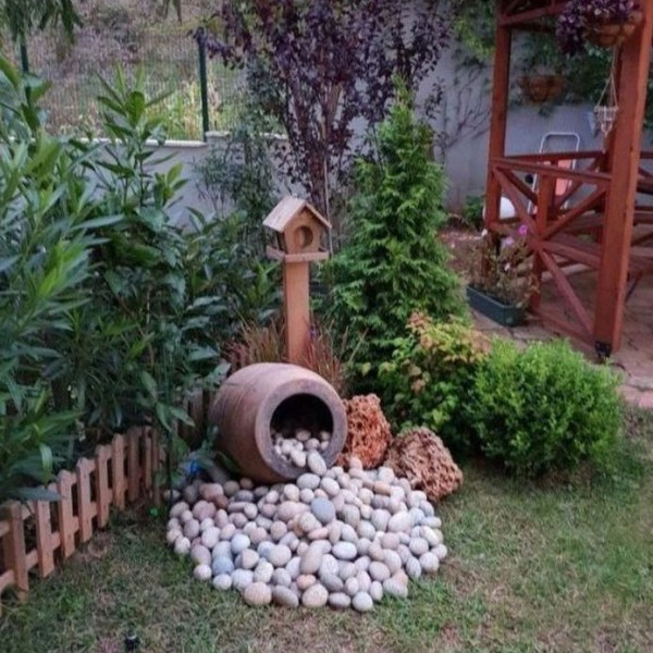 Impressive Summer Planter Design Ideas For Front Yard Decoration 03