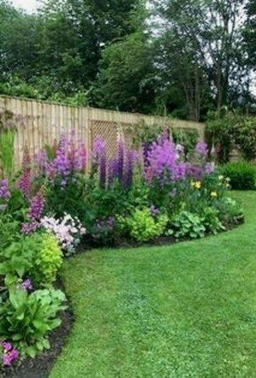 Impressive Summer Planter Design Ideas For Front Yard Decoration 04