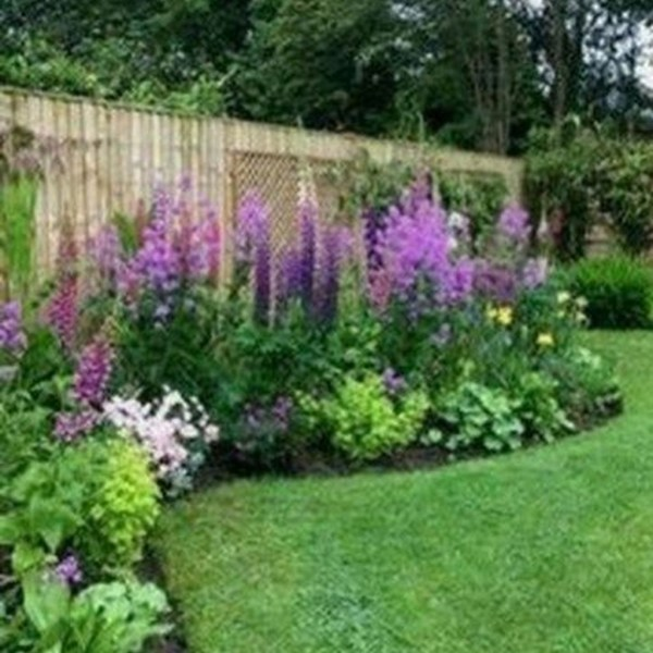 Impressive Summer Planter Design Ideas For Front Yard Decoration 04