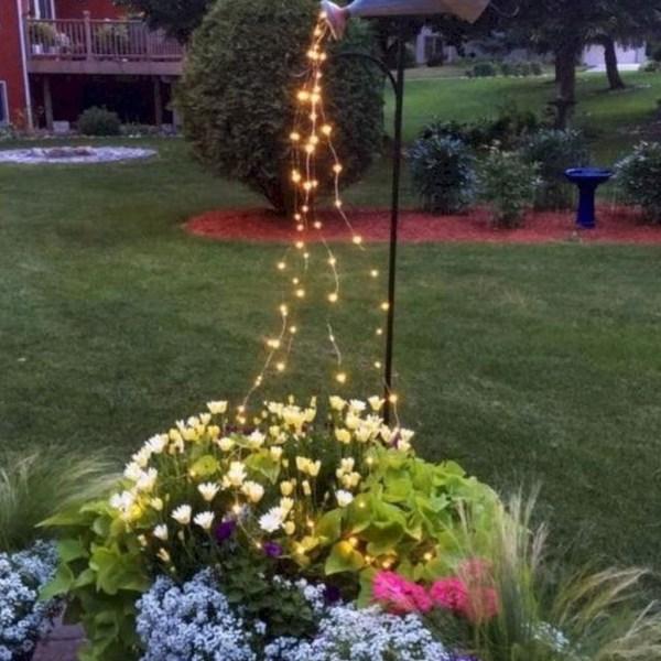 Impressive Summer Planter Design Ideas For Front Yard Decoration 15