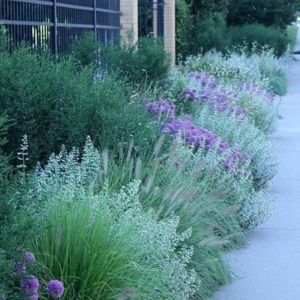 Impressive Summer Planter Design Ideas For Front Yard Decoration 31