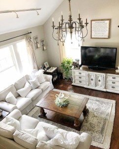 Lovely Living Room Decor Ideas That Cozy And Chic 14