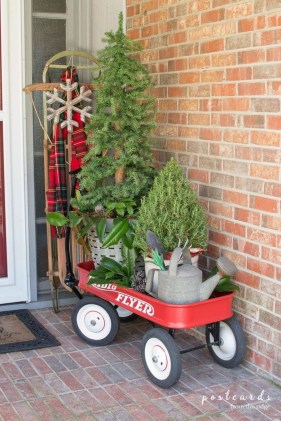Affordable Christmas Porch Decoration Ideas To Try This Season 07