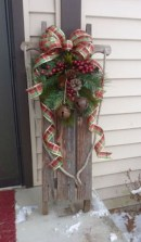 Affordable Christmas Porch Decoration Ideas To Try This Season 09