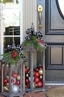 Affordable Christmas Porch Decoration Ideas To Try This Season 23