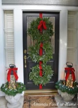 Affordable Christmas Porch Decoration Ideas To Try This Season 24