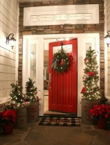 Affordable Christmas Porch Decoration Ideas To Try This Season 29