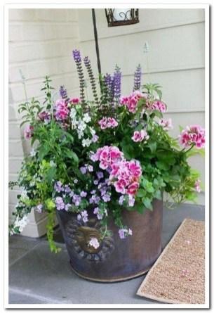 Dreamy Front Door Flower Pots Design Ideas To Increase Your Home Beauty 26