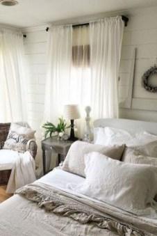 Gorgeous Beachy Farmhouse Bedroom Design Ideas For Cozy Sleep 14