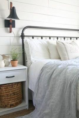 Gorgeous Beachy Farmhouse Bedroom Design Ideas For Cozy Sleep 24