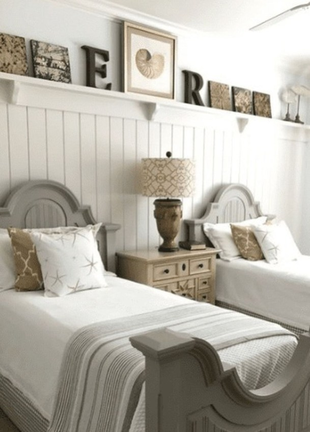 Gorgeous Beachy Farmhouse Bedroom Design Ideas For Cozy Sleep 28