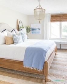 Gorgeous Beachy Farmhouse Bedroom Design Ideas For Cozy Sleep 32