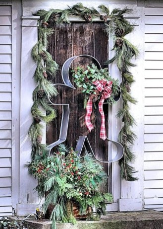 Marvelous Farmhouse Christmas Decor Ideas That You Must Try 12